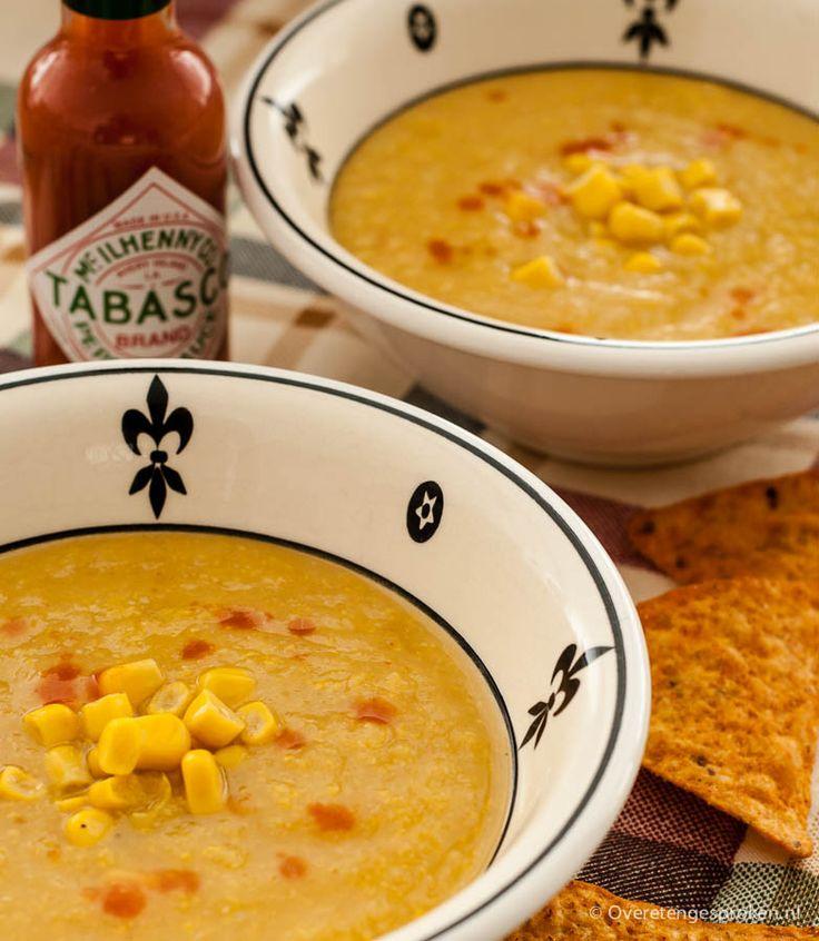 Pittige maïssoep - Soep leent zich perfect om groente in te verwerken. Zo ook deze pittige, gebonden soep met maïs, prei en rode peper.