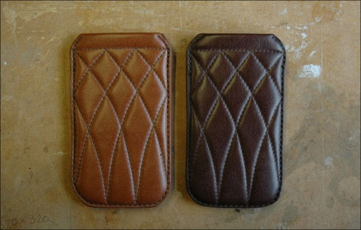 DE BRUIR quilted leather phone cover