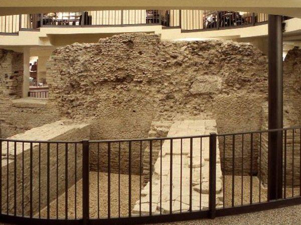 Teatro romano di Bologna Costruito in epoca tardo repubblicana (120 - 80 a.C.) e successivamente ampliato in età augustea e sotto Nerone (I sec. d.C.)