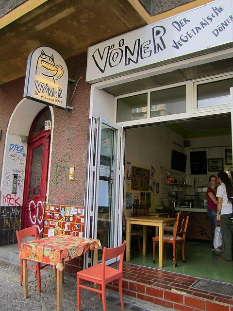 Vöner | Veggy and vegan restaurant, open from mon - fri 11:30-23:00 & sat - sun 13:30-23:00, Boxhagener Straße 56, S Ostkreuz #vegan #Berlin