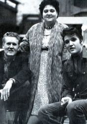 ( 2015...2016 † IN MEMORY OF FAMILY PRESLEY ) ★ † Vernon Elvis Presley - Monday, April 10, 1916 - Saturday, June 16, 1979 (aged of 63)(heart attack) ★ † Gladys Smith - Thursday, April 25, 1912 - Thursday, August 14, 1958 (aged of 46)(heart attack). ★ † ♪♫♪♪ Elvis Aaron Presley - Tuesday, January 08, 1935 -Tuesday, August 16, 1977(cardiac arrhythmia).