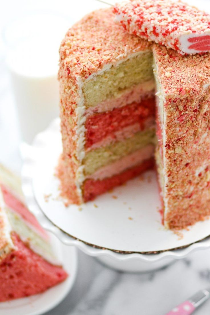 Strawberry Crunch Cake Image   OMG!!!!! My favorite ice cream turned into a cake...