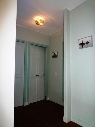 Plafonnier Thierry VIdé , Peintures The little Green - contraste des tours de portes pour le palier de l'étage