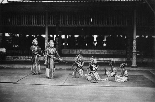 "A group of four srimpi (court-dancers) performing a scene from Groneman's ""In den Kedaton te Jogjåkartå,"" Indonesia, ca. 1884. #KassianCephas  Source: Tropenmuseum"