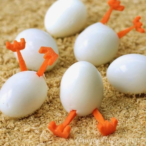 Gekochte Eier mit Karottenfüßen