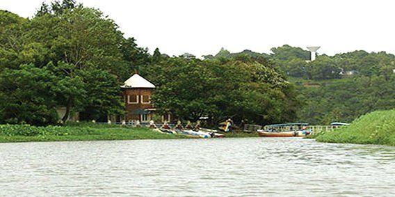 Akkulam Lake, an extension of the Veli Lake, is one of the must-see tourist destinations in Thiruvananthapuram (Trivandrum), Kerala. The spot, being just a few minutes' drive (10 km) away from the city and having easier access to Thiruvananthapuram International airport, is widely visited by tourists from across the globe. The site is easily accessible through roadways. Yet, leaving behind the well connected roads, tourists take boats to reach the site as boat journeys offer them better…