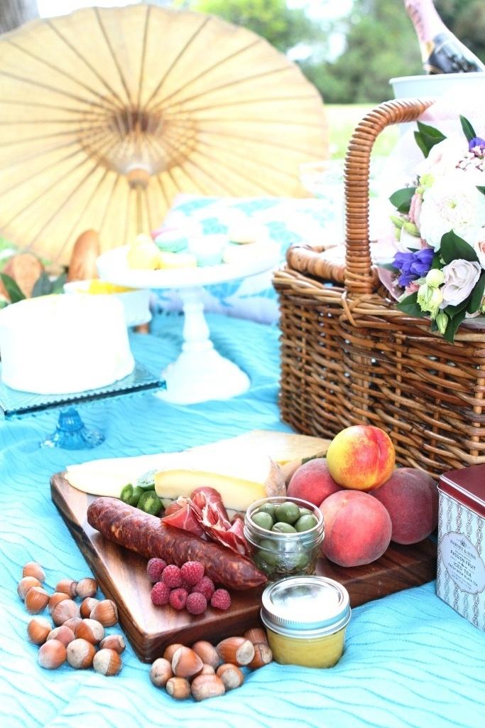 Pure romantic... hire traditional picnic baskets...