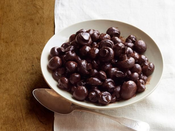 Burgundy Mushrooms Recipe courtesy of Ree Drummond @ Food Network - white button mushrooms
