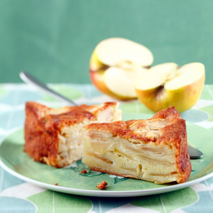 ... Gâteau au yaourt aux pommes. It's so easy to make! | Cakes and Apples
