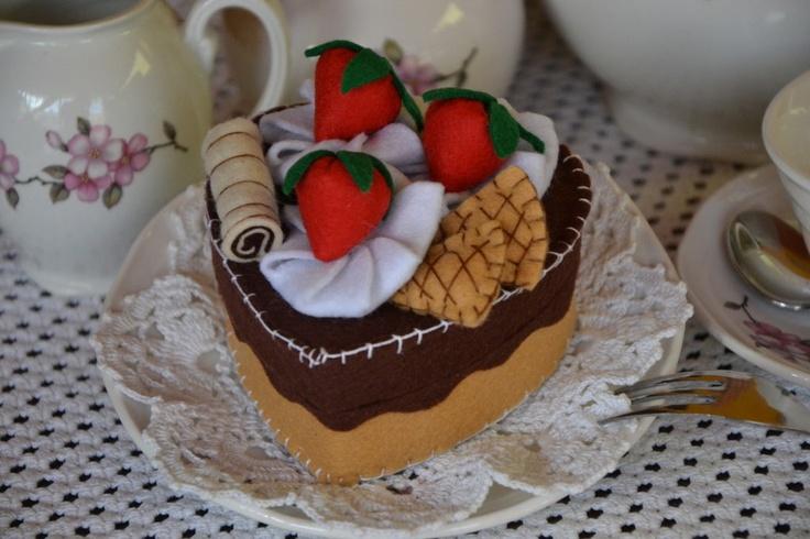 """Scatolina  """" tortina fragole e cioccolato""""porta bijoux o porta confetti , by I bijoux di Memole, 8,00 € su misshobby.com"""