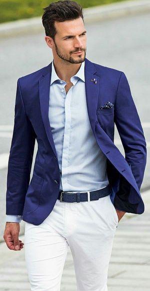 パーティシーンでも着れるブルースーツに白パンツ。30代アラサーメンズおすすめのスーツコーデ