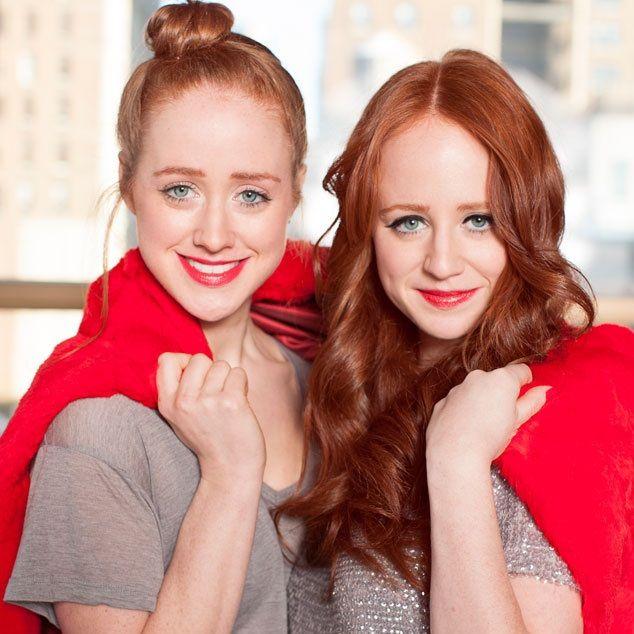 Dos hermanas estadounidenses, Adrienne y Stephanie Vendetti, triunfan con una web que aconseja en belleza y ofrece productos para pelirrojas. Un complejo infantil convertido en su modo de vida. http://smoda.elpais.com/articulos/el-negocio-de-ser-pelirroja/5136