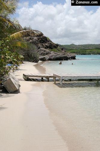 La petite plage de l'Ilet chevalier au sud-est de la #Martinique. C'est là qu'on aborde avec les bateaux taxis depuis le Cap Chevalier.