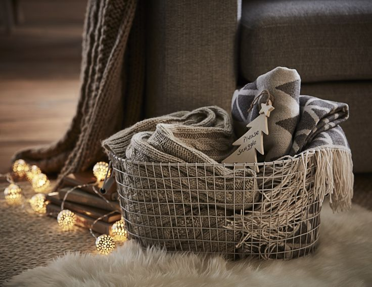 ''Please snuggle!' - make your guests feel cosy with this cute basket of extra blankets, add a cute note to make them welcome! #FlavoursofXmas
