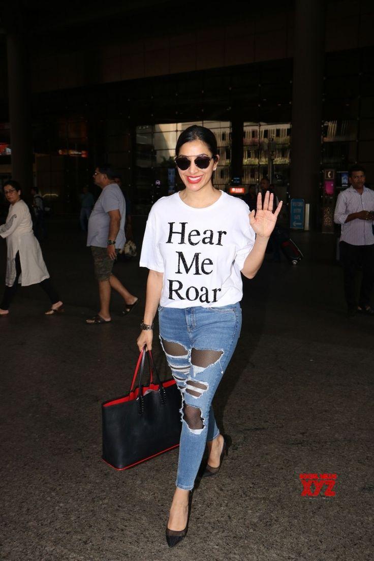 Mumbai: Sophie Choudry seen at airport - Social News XYZ