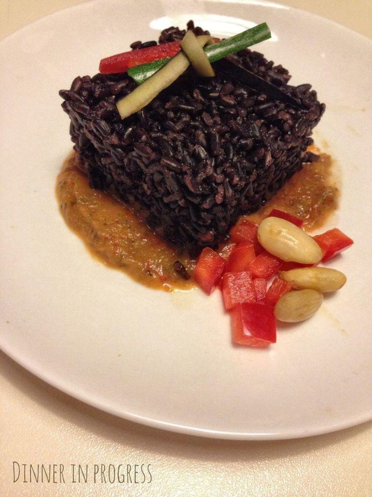 Menù tête-à-tête: primo – Riso venere su crema di peperoni rossi e mandorle | Dinner in Progress