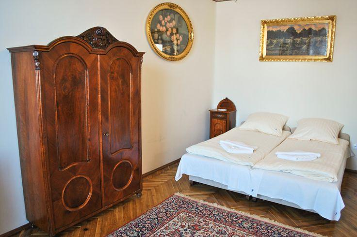 Antyczny klimat apartamentów Florian w Krakowie http://apartamenty-florian.pl/