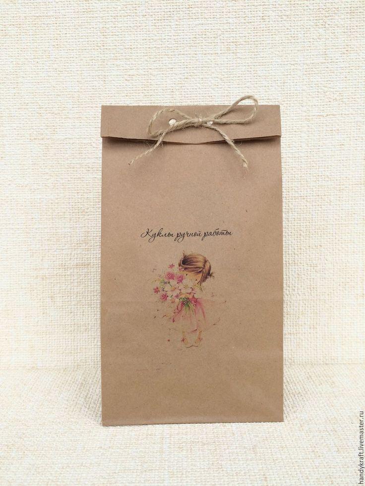 коричневый бумажный упаковочный пакет