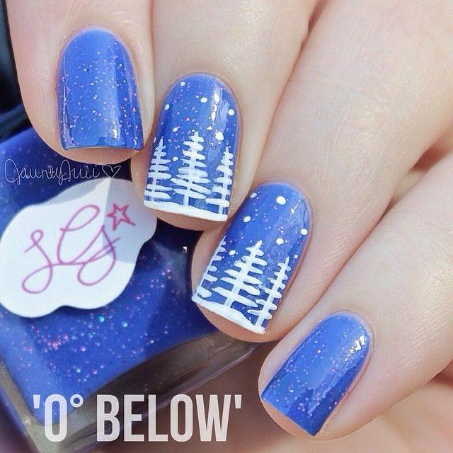 Snowy landscape on blue nails. (by @jauntyjuli on IG)