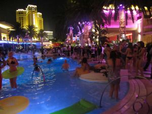 How to Never Pay Full Price at a Las Vegas Night Club
