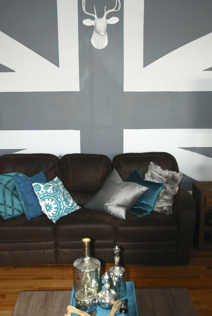 Painting union jack on the wall...why not. Painting it in shades of grey give it a modern twist.