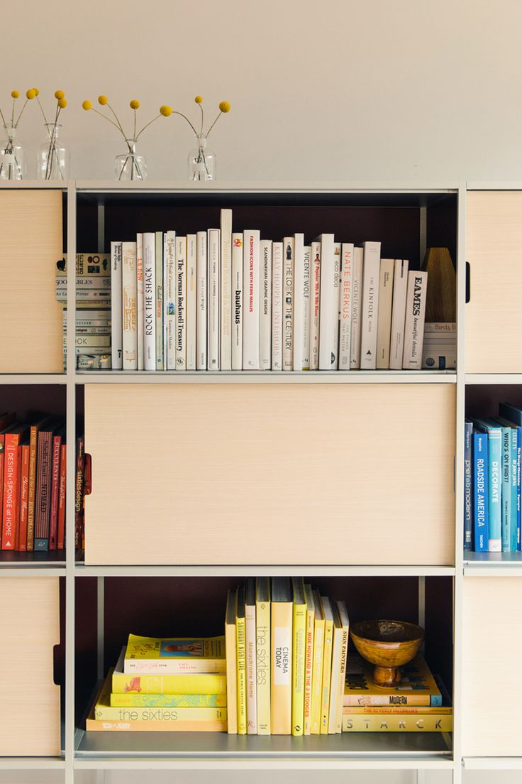 Co colour coordinated bookshelf - Here S To Starting The Year With A Color Coordinated Bookcase