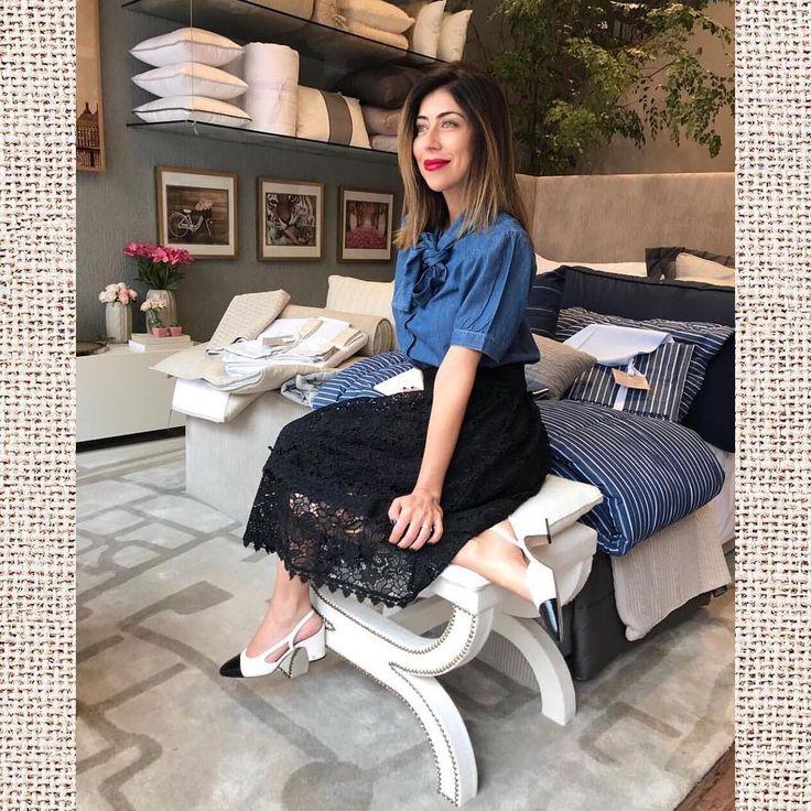 CAROL BASSI BRAND Look digno de arrancar suspiros  . Disponível em nossas lojas físicas e online! . http://ift.tt/2y3Xi1r  Loja2 : Rua Oswaldo Cruz  319 loja 193 - Supercentro Boqueirão - Santos  #KatelWomensOutfit #ModaFeminina  #SchutzMoema #FabulousAgilita #Agilita #CarolBassiBrand #AndreaBogosian