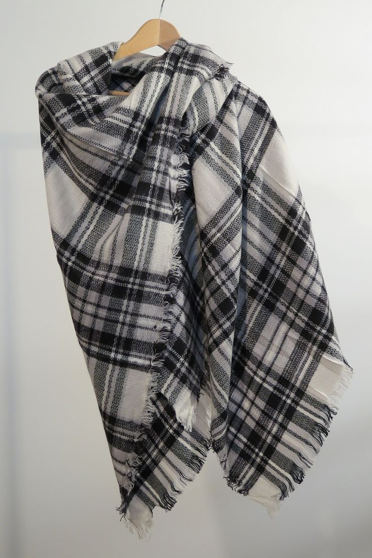 ¡Escribe a info@escampe.com para conseguir tu pañuelo de moda por 10€!