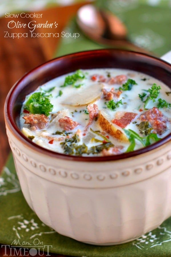 Get ready to please the whole family with this copycat Slow Cooker Olive Garden Zuppa Toscana Soup! Comfort food at it's best!