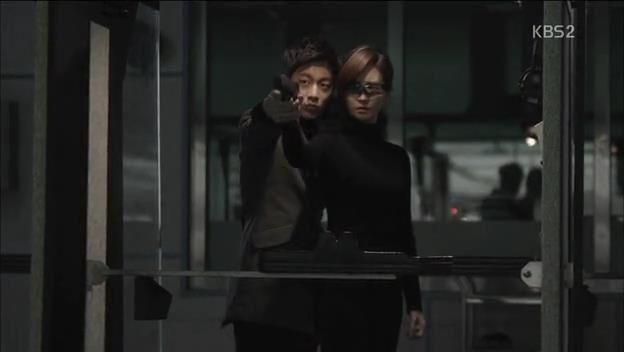 Yoon Doojoon and Lee Da Hae. Iris 2. Drama (2013)