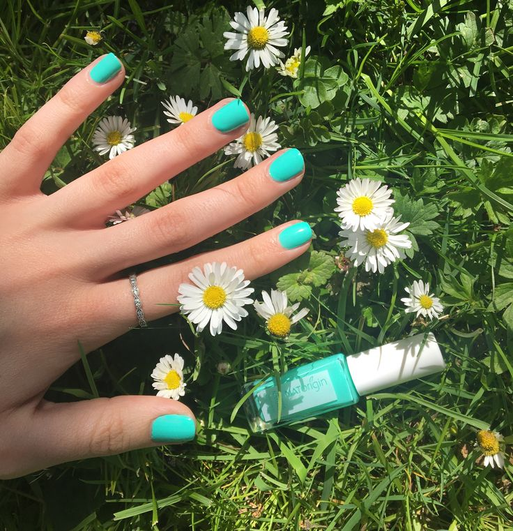 We've got that summer feeling with NATorigin nail enamel in the refreshing shade Marjoram (aqua) ☀️ Get yours here