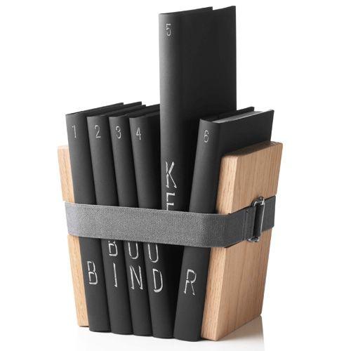 Bind je favoriete boeken bij elkaar en plaats ze in de kast, op het nachtkastje of in de keuken. Eenvoudige styling met groots effect. Maak bundels op genre, thema, kleur of auteur.