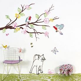 Grand sticker jardin avec chat de mimi'lou Magnifique jardin composé d'une branche d'arbre, de 2 oiseaux, d'un chat, d'un papillon, d'une fleur, sans oublier les petites abeilles... 1 m x 1m A coller sur un mur, un meuble, une vitre, un miroir. Ces motifs d'adhésifs sont des dessins au trait. Une fois posé, seul le trait en couleur reste collé. La finesse des lignes donne visuellement le sentiment que le dessin a été réalisé à même le mur. Les+ : la pose est simple et le st...