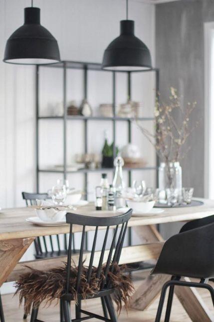 Robuuste houten eettafel met zwarte stoelen - bekijk en koop de producten van dit beeld op shopinstijl.nl