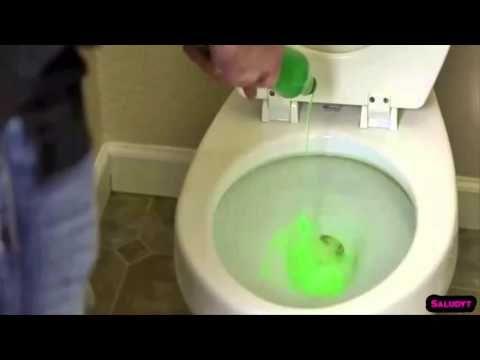 Hombre vierte jabón para lavar platos en el inodoro, cuando vi el resultado – corrí a probarlo! - YouTube