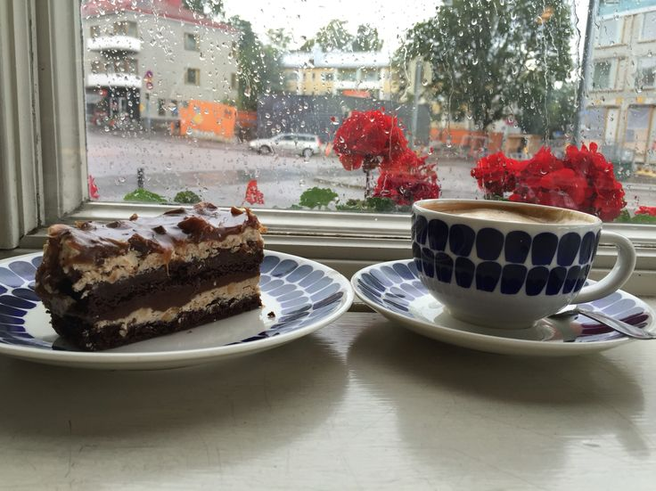 Cake and Cappuchino at Cafe Mutteri