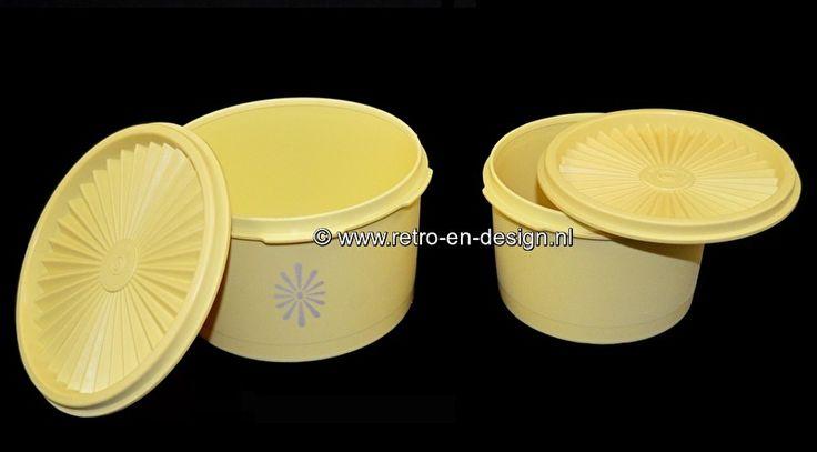 Tupperware vintage voorraadbussen / trommels met zonne-/sterdeksel, geel  Mooie set van twee tupperware bussen of trommels uit de jaren 60/70 met goed nauw afsluitbaar zonne- of sterdeksel. In de kleur geel, ook wel 'Harvest Gold' genoemd.  Hoogte: 9 cm, 8 cm Diameter (top): 15 cm, 13 cm. zie: http://www.retro-en-design.nl/a-43746339/tupperware/tupperware-vintage-voorraadbussen-trommels-met-zonne-sterdeksel-geel/