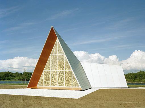 Chapelle oecuménique par l'agence finlandaise AOA Architects.