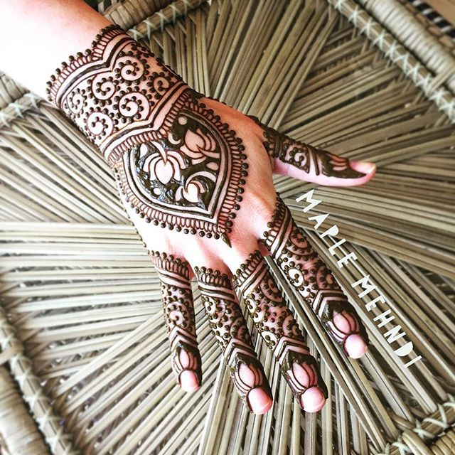 Mehndi for the one and only @ivy_saur who happens to be the very first person I ever applied henna for...and it didn't look anything like this #practice #hennaartist #friends #vermont #MarthasVineyard #MV #MVY #westtisbury #lotus #edgartown #oakbluffs #vineyardhaven #vineyardhenna #hand #maplemehndi #hennapro #mehndiartist #hennahand #OGhennamodel