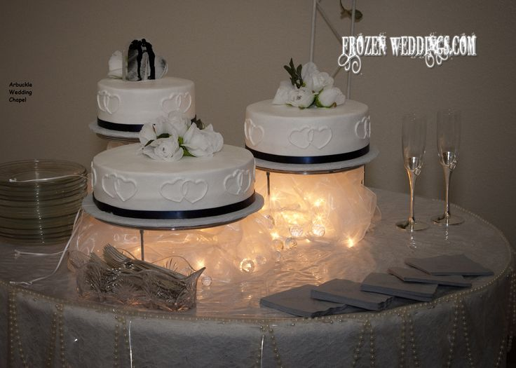 5 separate wedding cakes separated tiers on a cloud cake for arbuckle wedding 10450