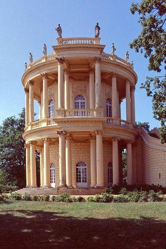 Potsdam : Schloss Sanssouci  arch : Georg Wenzeslaus von Knobelsdorff (1745-47)