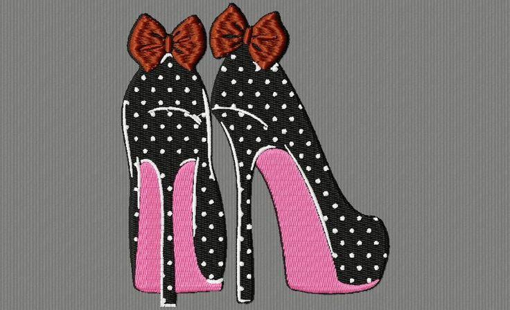 des chaussures aux nœuds rouges