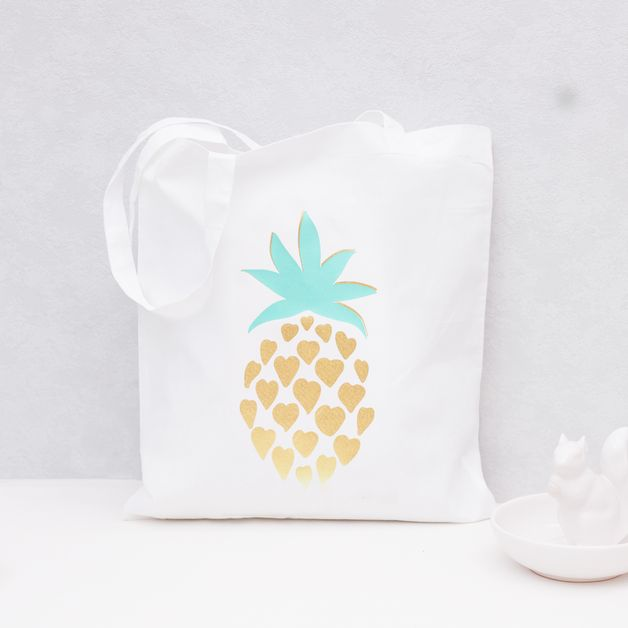 Jutebeutel mit Ananas Print in Gold, Herzmuster / summerly hipster tote bag, ananas print, gold and green by Eulenschnitt via DaWanda.com