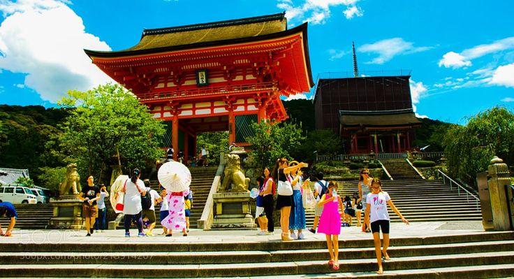 Kiyomizu dera Temple the gate by NaokiTakei from http://500px.com/photo/213914267 - . More on dokonow.com.