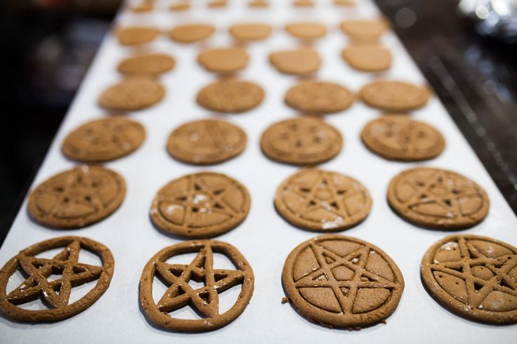 Make These Pentagram Cookies Tonight and Taste the Darkness   MUNCHIES