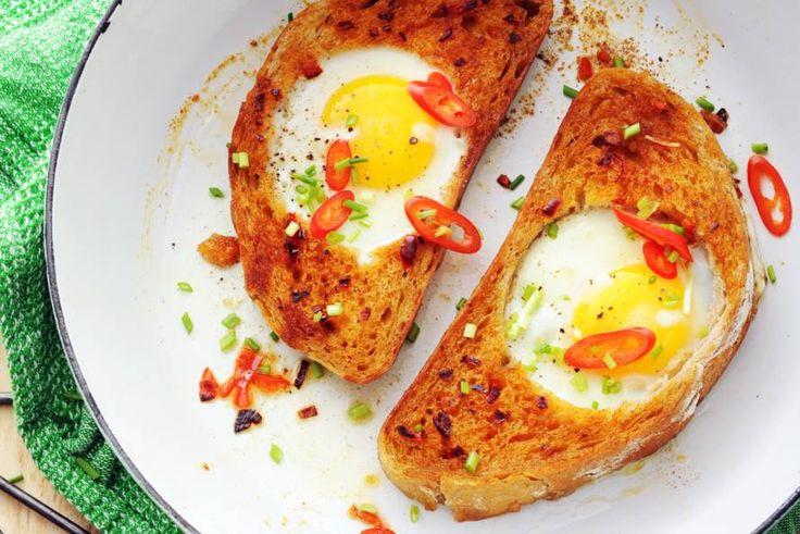 Dit broodje ei - een kunstwerkje op zich - is door restaurant Egg in New York vernoemd naar schilder Mark Rothko - Recept - Allerhande