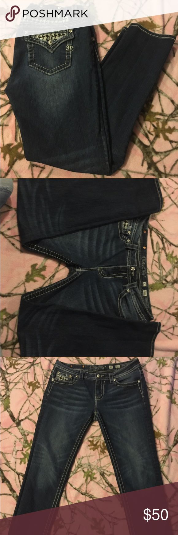 Miss Me 32/31 mid-rise skinney Perfect with any boots tapered leg! Excellent condition. Snug fit for 32 Jeans Skinny