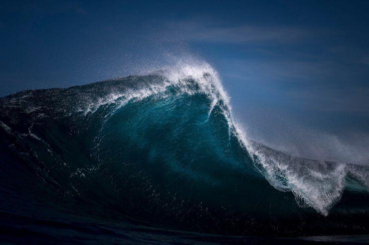 """Ray Collins si také založil školu surfařské fotografie. Sám používá fotoaparát Nikon D4 a Nikon D810. A na moře se často vydává s kamarádem a spolupracovníkem Jasonem.  """"Mít ještě jedny oči a ruce znamená, že jednak je to bezpečnější a jednak máte někoho, kdo vám pomůže vyměnit techniku nebo vás upozorní na velkou vlnu."""""""