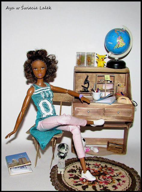 Aya w Świecie Lalek: Lalkowy segregator i inne przybory