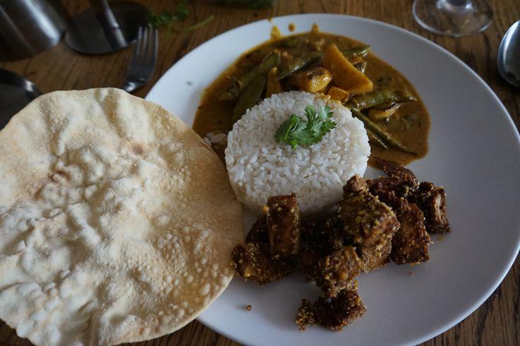 http://www.ah.nl/allerhande/recept/R-R1127502/indiase-curry-met-kokosmelk-kip-en-meirapen Met rijst, papadum en gemarineerde tofu in soja & ketjap gebakken met seasoning mix voor chicken bites